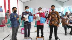 Hut HDKD 2021, Rudenim Makassar Serahkan Donasi New Normal Kit untuk Puskesmas di Gowa