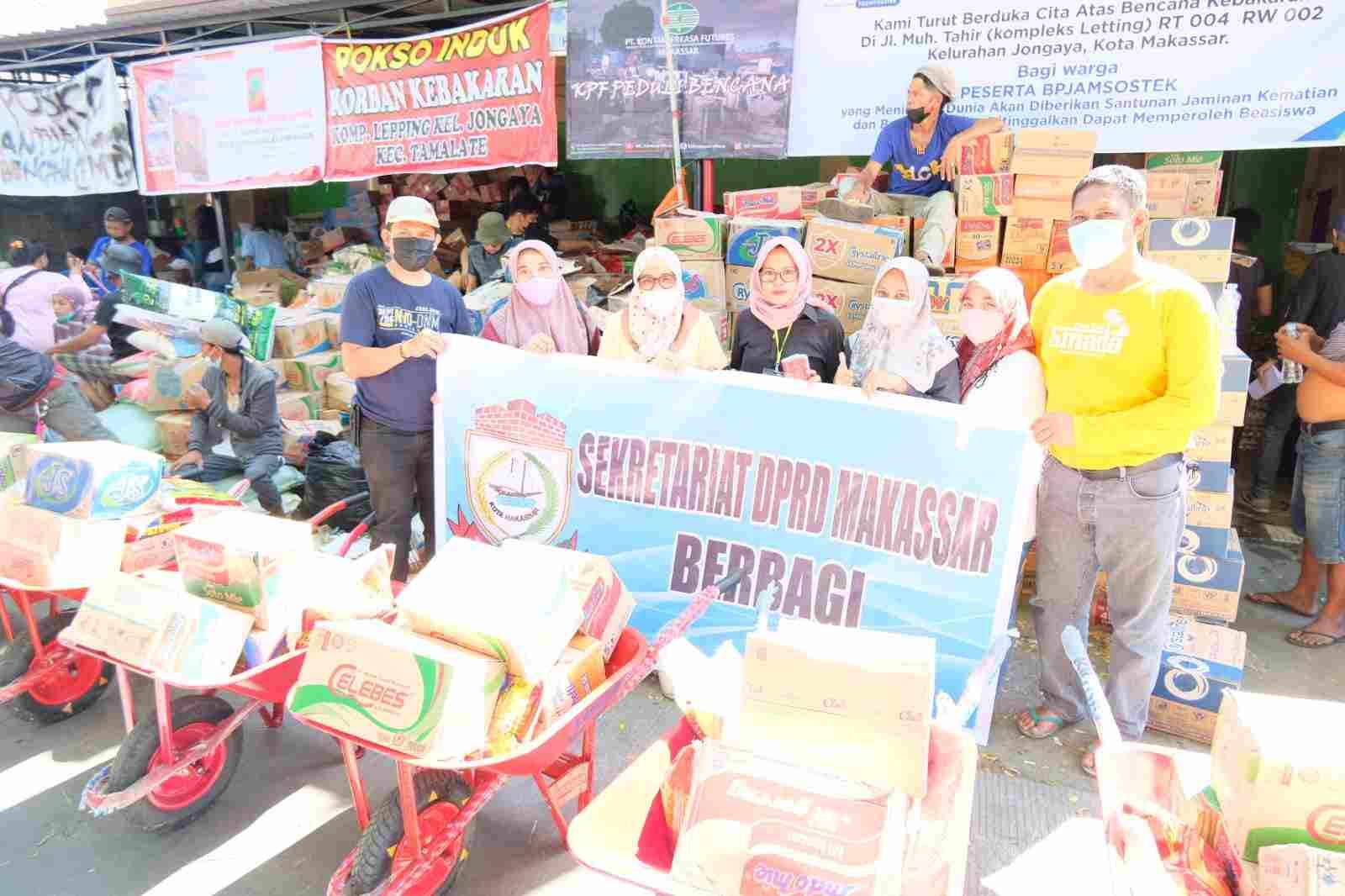 Sekertariat DPRD Makassar Berbagi Bantuan Korban Bencana Kebakaran Kampung Lepping
